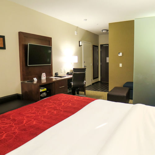 Comfort Suites Regina Traditional King